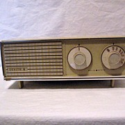 SALE Vintage Retro Collectible Zenith Solid State Table Radio AM Only Works & Sounds Great 195