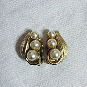 SALE 50% OFF~Vintage Signed Kramer Earrings Classic Beauties Glass Pearl