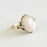 Lady's Vintage 18K Opal Ring