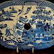 SALE Wonderful Earthenware Meat Drainer / Strainer for Platter ~ Blue Willow Pattern