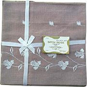 Five Piece 1960s Luncheon or Tea or Bridge Tablecloth with Napkins MIP