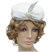 1940s - 1950s Vintage White Felt Cocktail Hat with Rhinestone Flourish