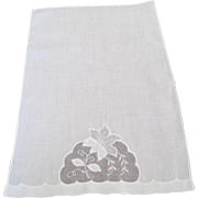 Pair of Imperial Crown Linen Fingertip Towels (2 Pairs Available)