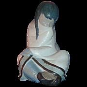 Lladro Gres Eskimo Girl (White Decor) #12008