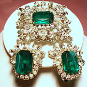 Vintage D&E Juliana Faux Flawed Emerald Navette Rhinestone Brooch Earrings Demi Parure