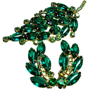 Vintage D&E Juliana Emerald Green Navette Rhinestone Brooch Earrings Demi Parure