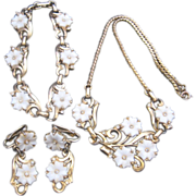 Vintage White Flower and Goldtone Parue