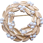 Vintage Trifari Circle Pin-Brooch with Simulated Pearls and Rhinestones