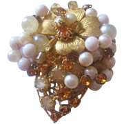Vintage Simulated Pearl Art Glass and Rhinestone Pin-Brooch