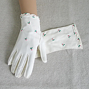Vintage 1950s White Handstitched Gloves with Embroidered Red Rose Buds by Paris