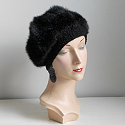 Vintage 1960s Cozy Black Faux Fur Winter Hat Beret with Crochet Edge