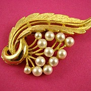 SALE Gorgeous Imitation Pearl and Gold Tone Brooch