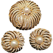 Vintage Ciner faux pearl and rhinestone pin with earrings